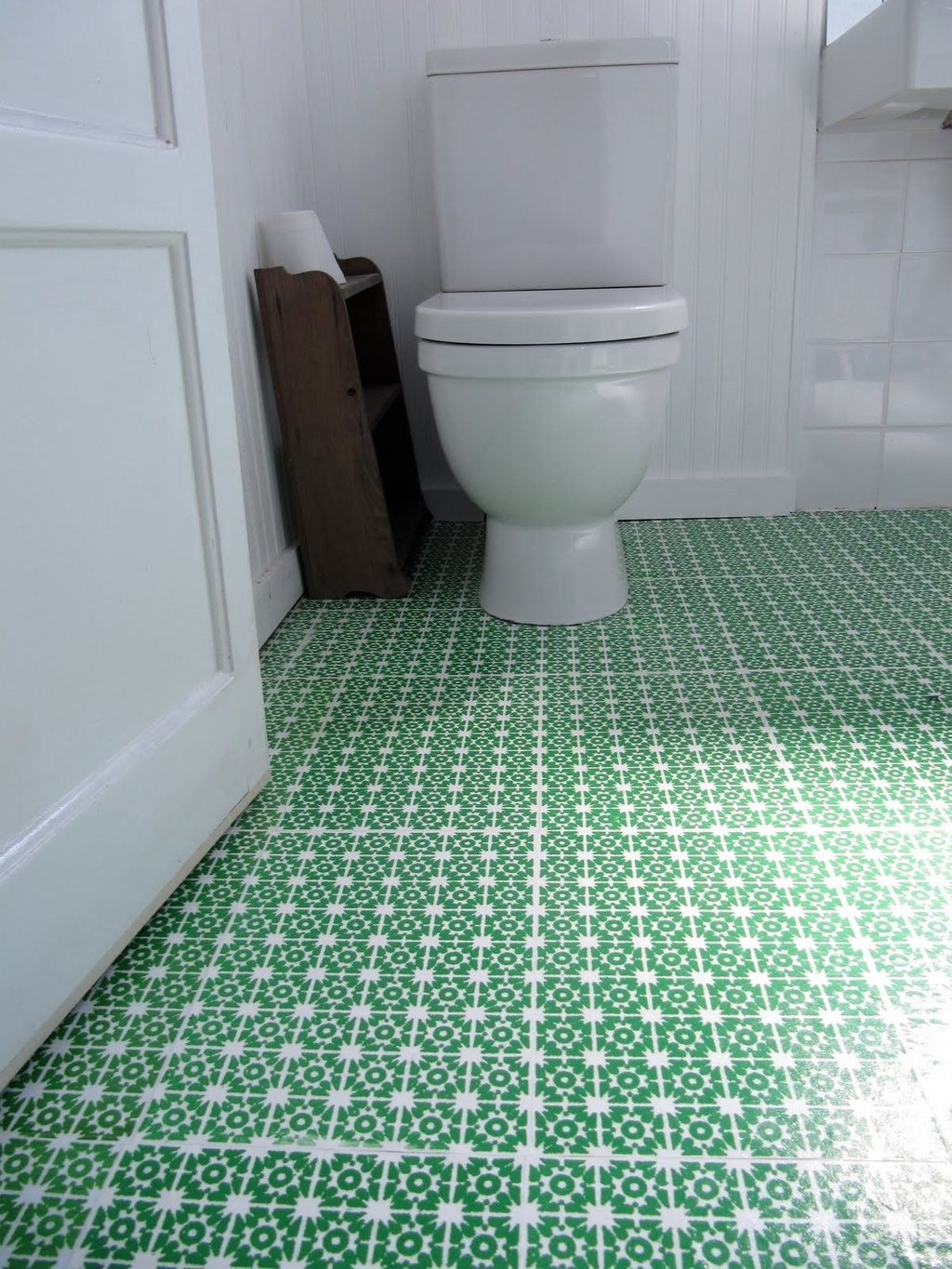 Beautiful Patterned Green Bathroom Vinyl Flooring Carrara Marble Tile White Color