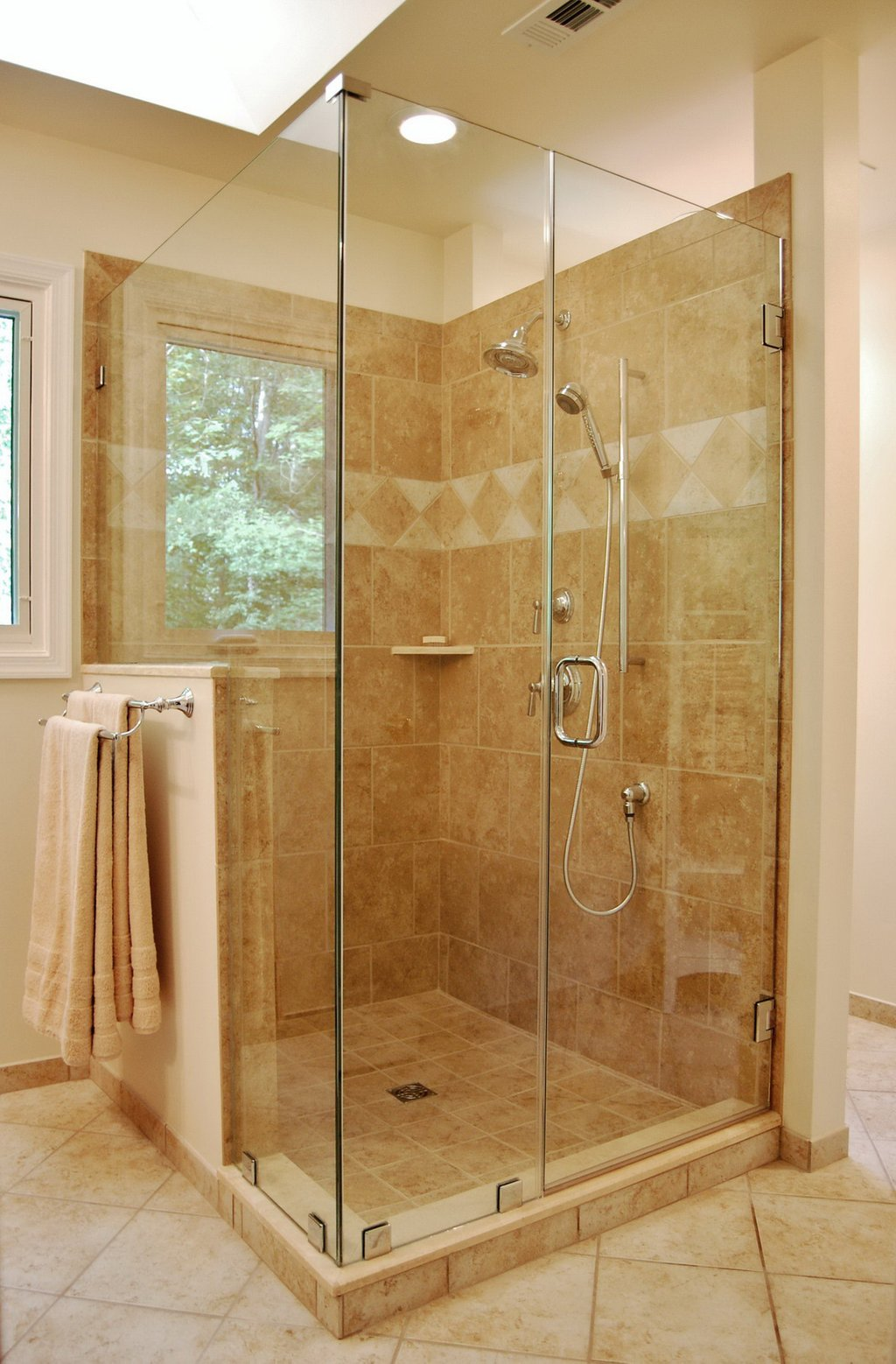 Benefit Glass Enclosed Shower Homesfeed Shower Stalls For Small Bathrooms