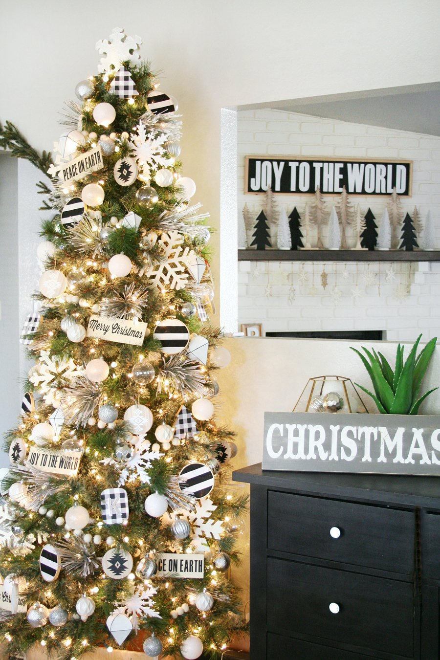 Black White Christma Tree Decor Dining Room Table Centerpieces Ideas