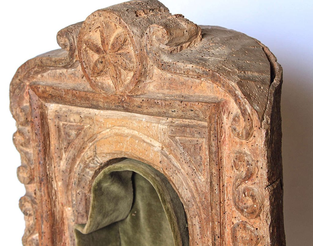 Early 18th Century Spanish Altar Carved Tree Trunk Make A Tree Trunk Coffee Table