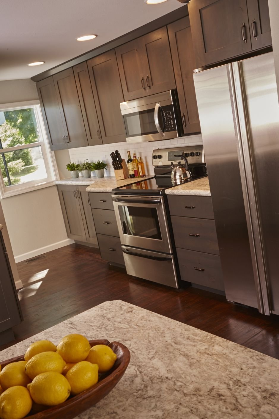 Gray Kitchen Cabinet Breeze Woodharbor Custom Kitchen Cabinet Hardware Pulls Installation