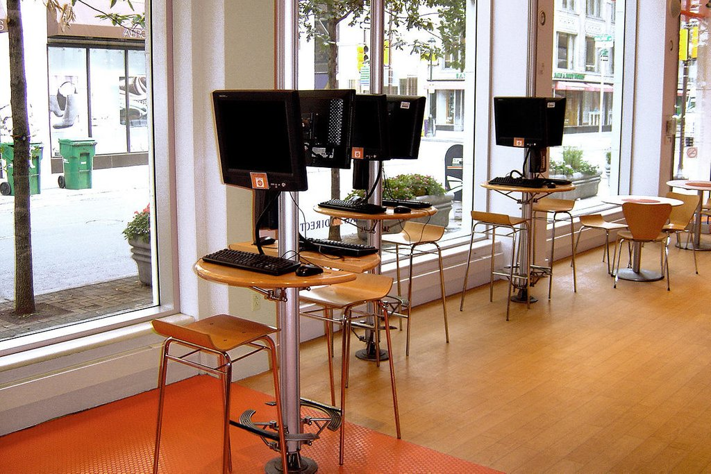 Ing Direct Cafe Forms Surface How To Build Round Wood Table Tops