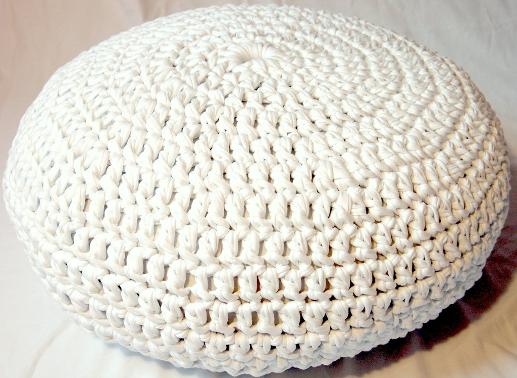 Poef Wit Lvly How To Make A Crocheted Flower Knitted Pouf