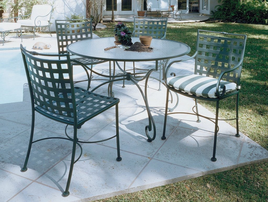 How to restore wrought iron end tables loccie better for Tavoli da giardino in ferro ikea
