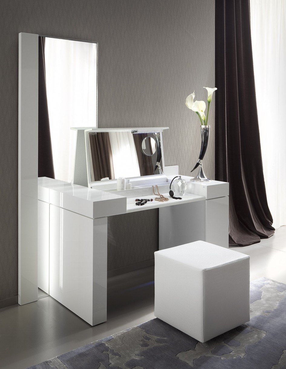 Small Dressing Table Large Mirror Design Bedroom Create Dressing Table With Mirrored Dresser