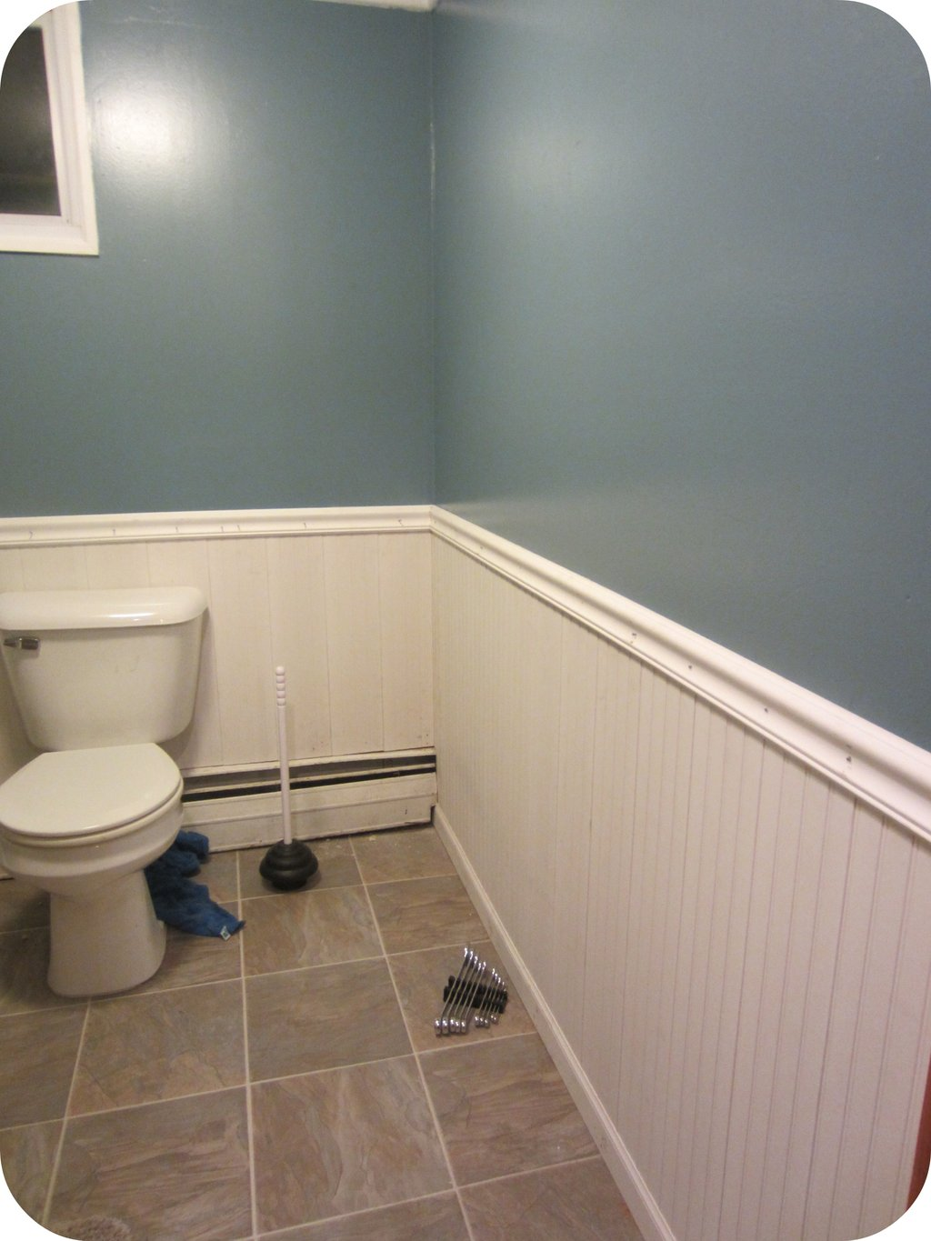 Ultimate Wainscoting Shoe Molding Rend Hgtvcom How To Build A Wooden Bathtub Stool