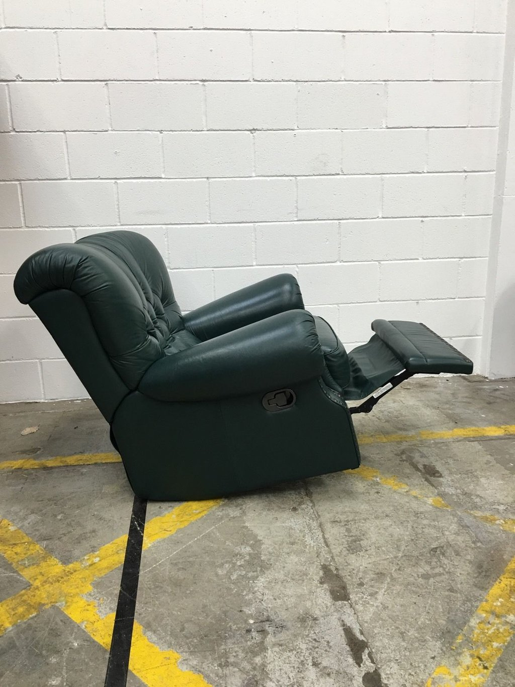 Vintage Green Leather Chesterfield Recliner Chair Ahern How A Reclining Sofa To Function Properly