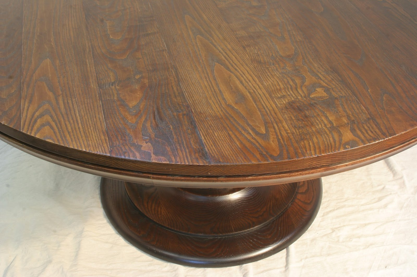 60 Inch Round Dining Table Seats How Many