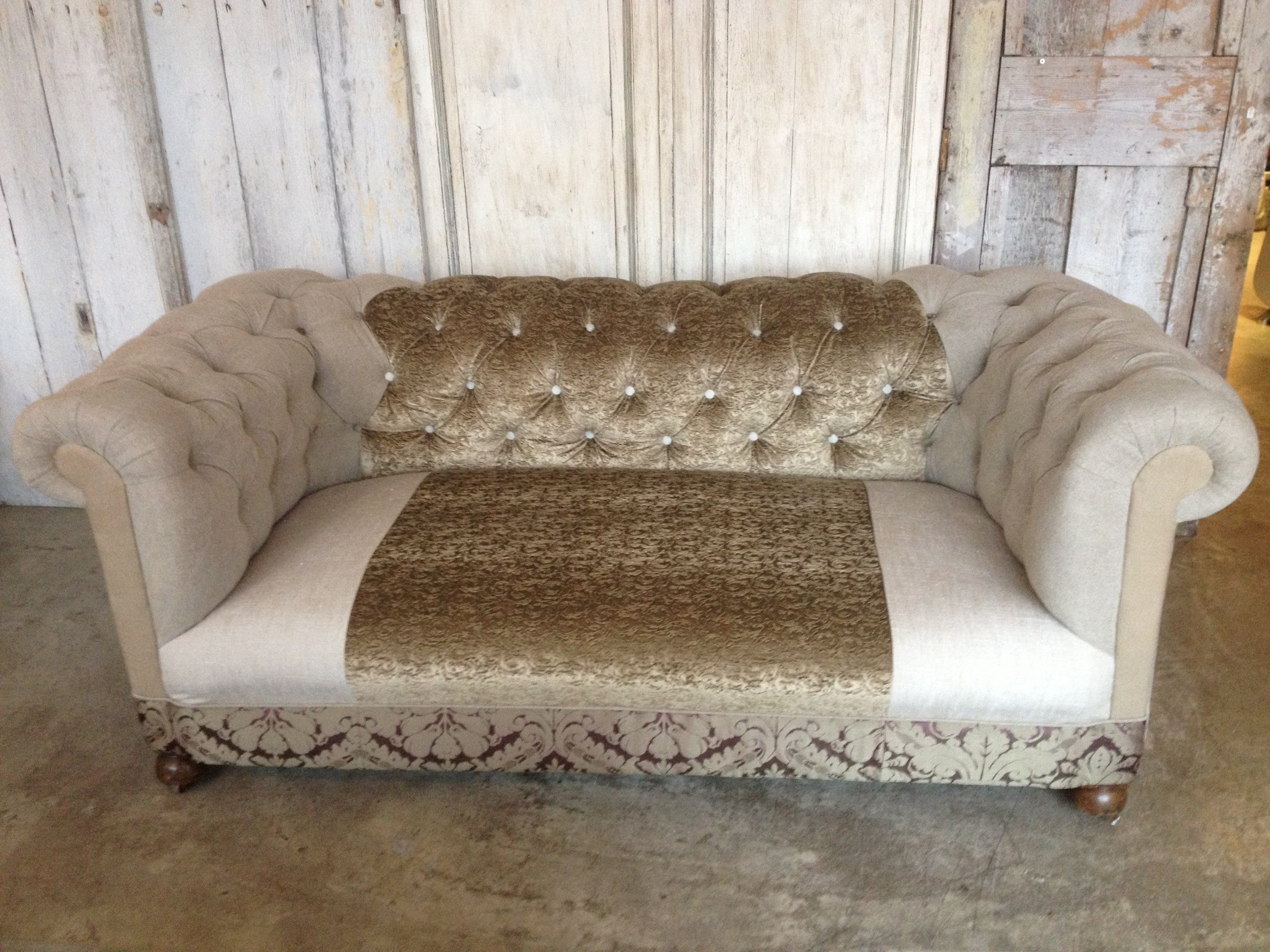 Amazing Tufted Velvet Sofa