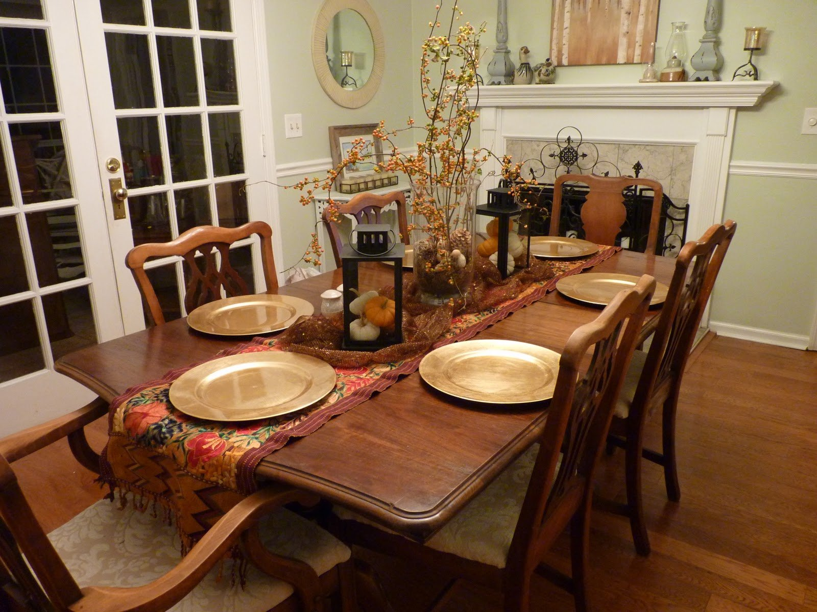 Arranging Dining Room Table Centerpieces