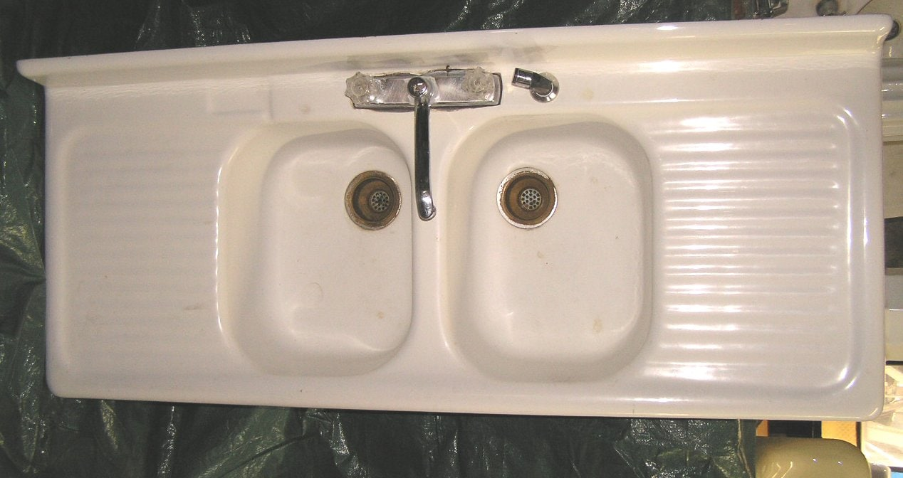 Large-Kitchen-Sink-With-Drainboard