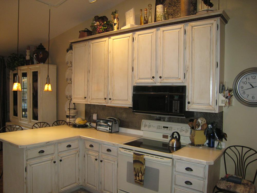 Traditional Distressed Kitchen Cabinets