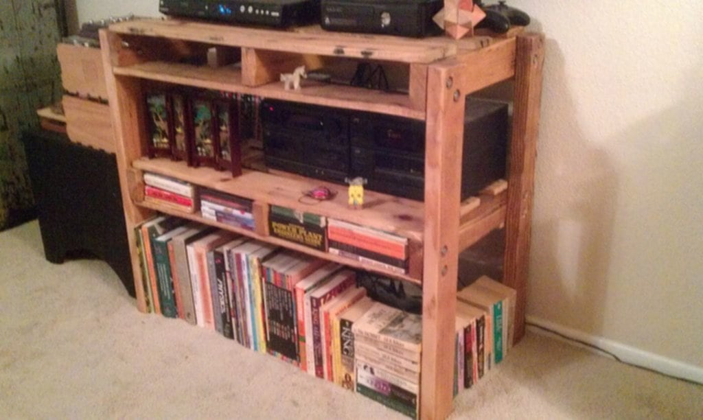 Simple Pallet Shelves